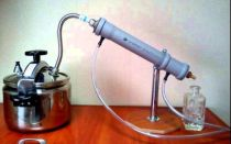Как долить дистиллированную воду в аккумулятор: сколько жидкости должно быть