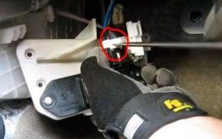 Салонный фильтр Мазда СХ 5: где находится и как заменить