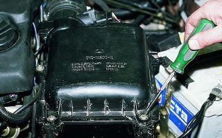 Воздушный фильтр ВАЗ 2110: где находится и как заменить
