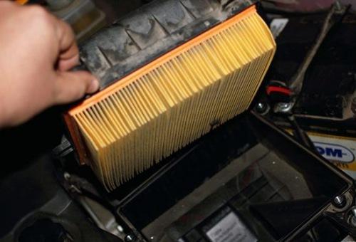 Воздушный фильтр Лада Приора: где находится, замена