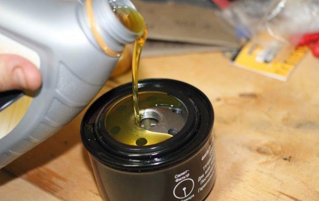 Масляный фильтр Митсубиси Лансер 9: замена
