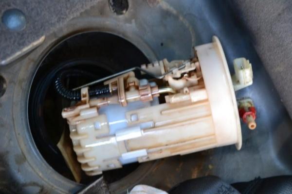 Топливный фильтр на Ниссан Х Трейл: где находится, замена