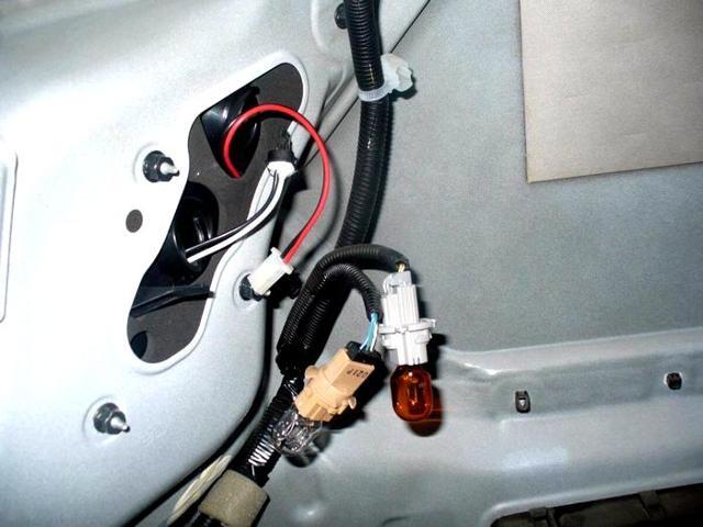 Лампы на Тойота Камри 40: ближний и дальний свет, габаритные, замена