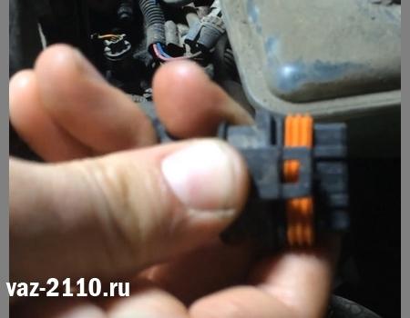 Воздушный фильтр ВАЗ 2110: где находится, замена