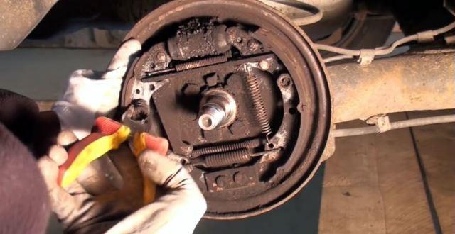 Задние тормозные колодки на Фольксваген Поло: замена