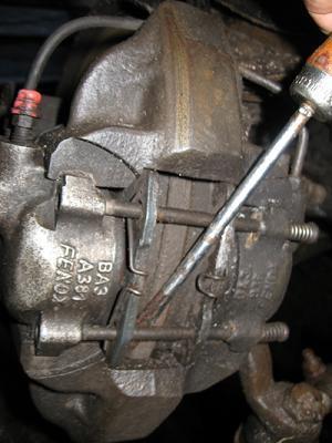 Тормозные колодки на ВАЗ 2107: выбор и замена