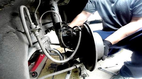 Втулки стабилизатора на Тойота Камри 40: замена