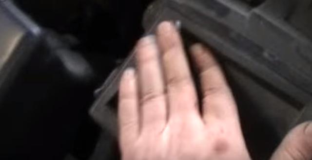 Воздушный фильтр Лада Веста: где находится, замена