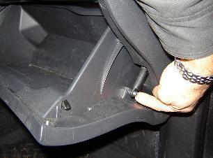 Салонный фильтр Тойота РАВ 4: где находится, замена