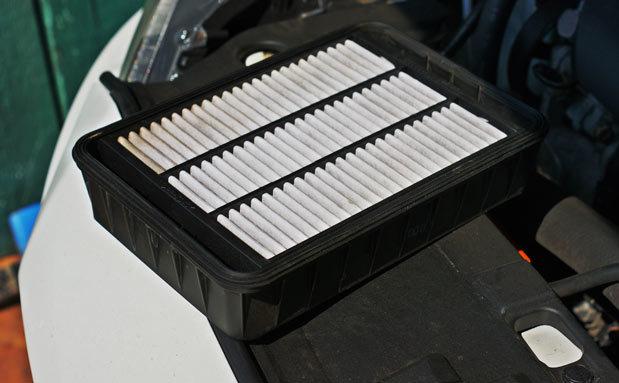 Воздушный фильтр Митсубиси Лансер 9: замена