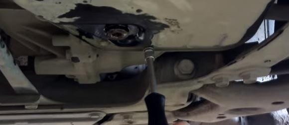 Масло в АКПП и МКПП в Тойота Королла 150: замена, как проверить уровень