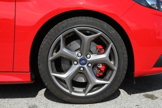Тормозные диски на Форд Фокус 3: выбор и замена