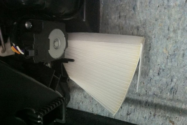 Воздушный фильтр на Ниссан Жук: где находится, замена