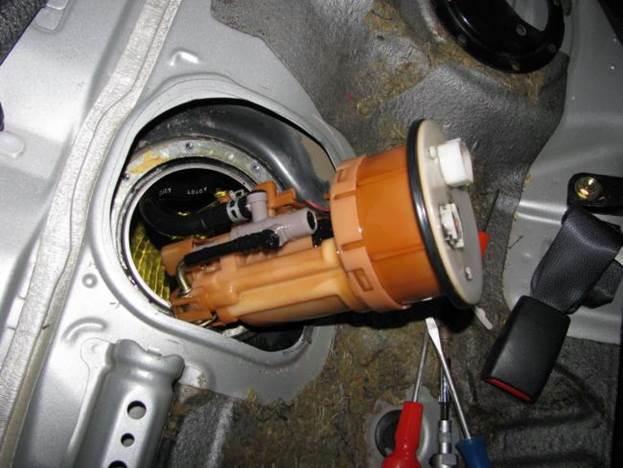 Топливный фильтр на Шкода Рапид: замена