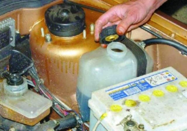 Сколько тосола в ВАЗ 2109: как слить и залить охлаждающую жидкость в двигатель