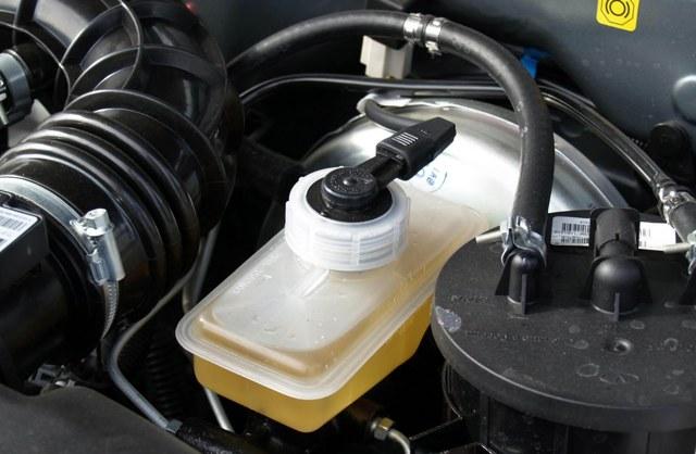 Тормозная жидкость на Киа Спортейдж 3: выбор, замена