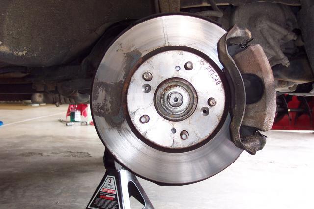 Тормозные диски на Лада Приора: выбор и замена