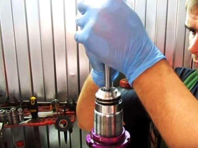 Стойки амортизатора: ремонт и замена своими руками