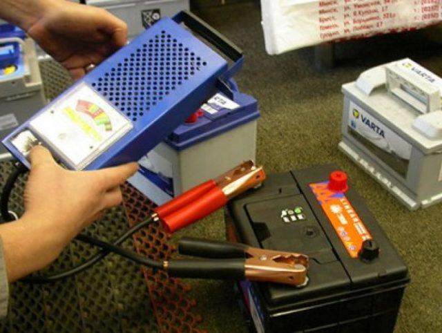 Как проверить новый аккумулятор автомобиля при покупке: на что обратить внимание