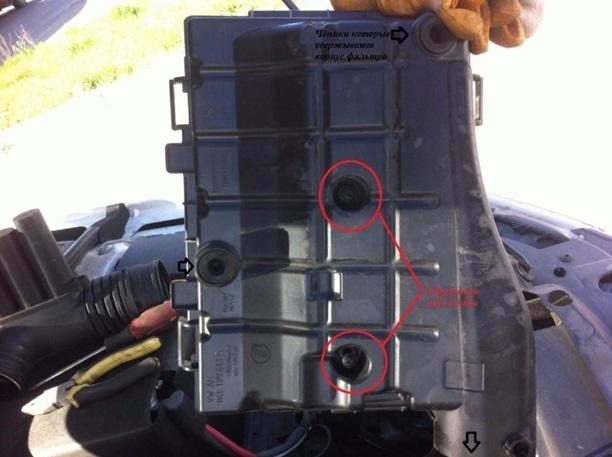 Воздушный фильтр Шкода Октавия А7: где находится, замена