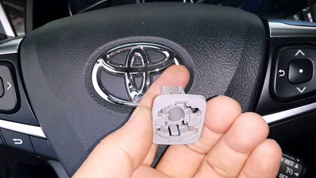 Капот на Тойота Камри 40: как снять обшивку