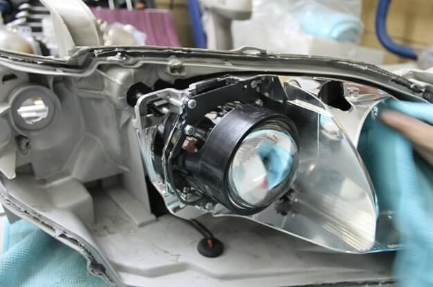 Линзы на Тойота Камри 40: замена своими руками