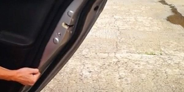 Как снять обшивку двери на Митсубиси Лансер 10: инструкция