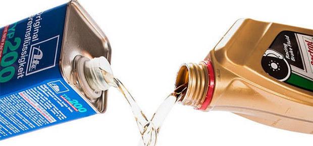 Куда заливать тормозную жидкость: как слить, можно ли долить