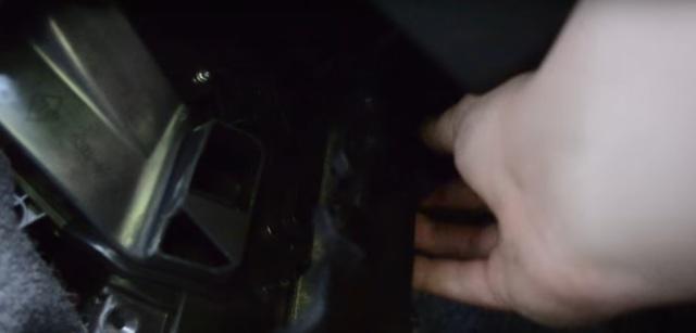 Салонный фильтр Рено Меган 2: где находится, замена