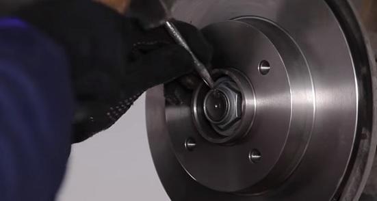 Тормозные диски на Пежо 307: выбор и замена