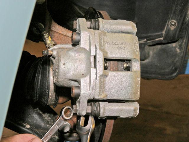 Тормозные колодки на Рено Флюенс: выбор и замена