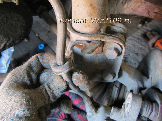 Тормозные колодки на ВАЗ 2108: выбор и замена