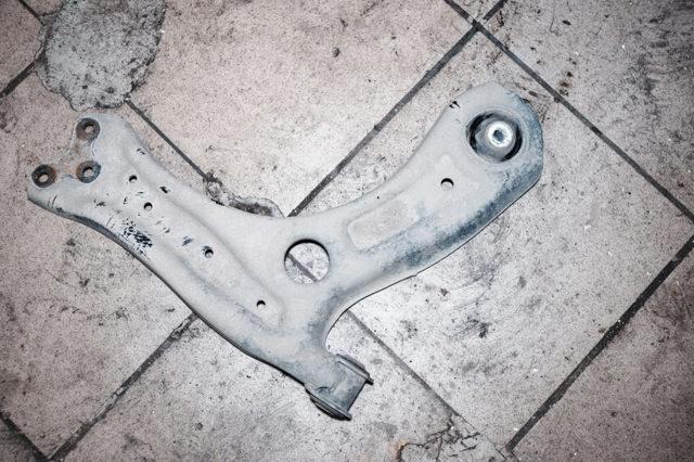 Балка на Фольксваген Поло седан: замена