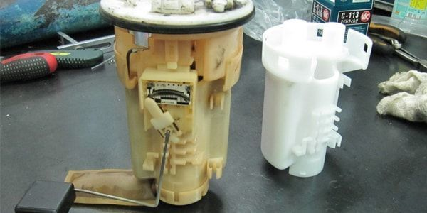 Топливный фильтр Тойота Рав 4: где находится, замена
