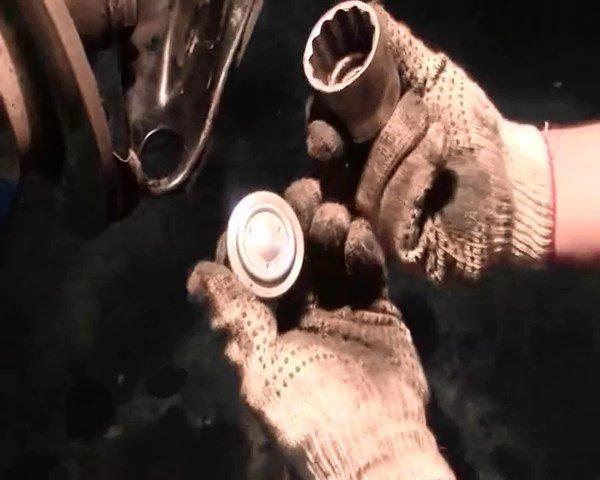 Шаровая опора на Рено Логан: выбор и замена