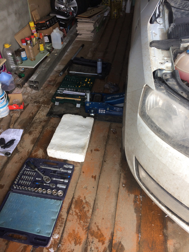 Замена тормозных колодок и дисков на Шкода Рапид