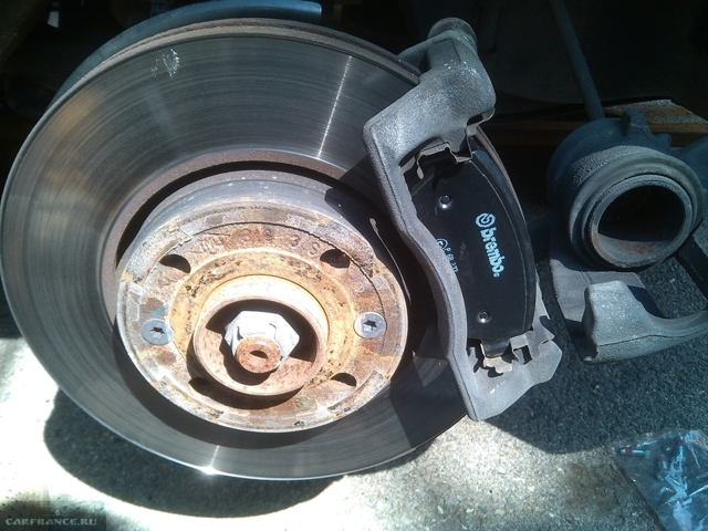 Тормозные диски на Лада Ларгус: выбор и замена