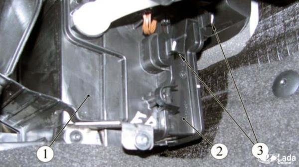 Воздушный фильтр Лада Икс Рей: где находится, замена