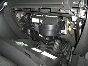 Воздушный фильтр на Опель Астра Н: где находится, замена