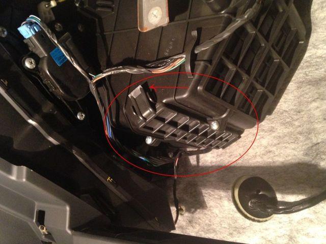 Салонный фильтр на КИА Соул: где находится, замена