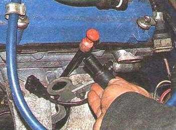 Датчик распредвала на двигателе ЗМЗ 406: где находится, замена