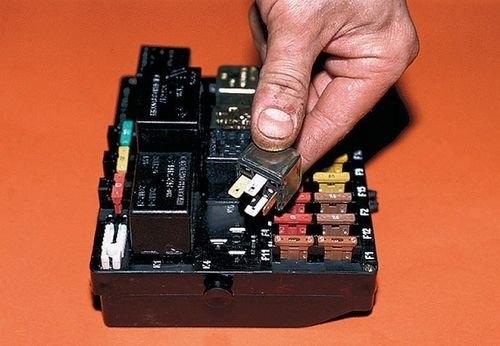 Стартер ВАЗ 2110: где находится, как снять, замена