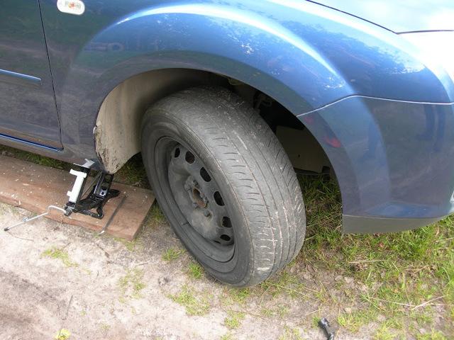 Тормозные колодки на Форд Фокус: выбор и замена