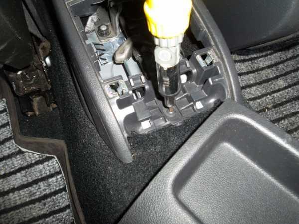 Подлокотник на Фольксваген Поло седан: замена