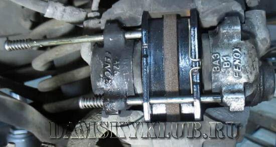 Тормозные колодки на ВАЗ 2105: выбор и замена