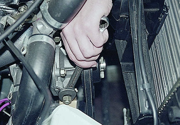 Генератор ВАЗ 2106: какой установлен, замена своими руками
