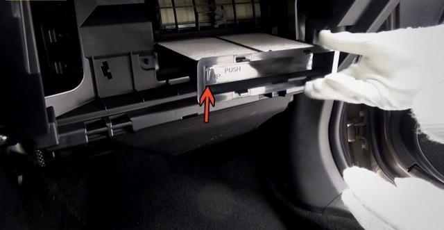 Воздушный фильтр на Субару Форестер: где находится, замена