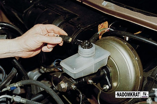 Тормозная жидкость на ВАЗ 2114: выбор, замена