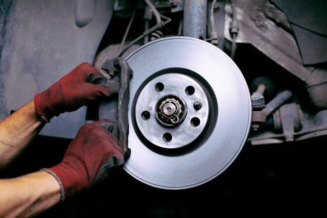 Когда менять тормозные диски: как определить износ, допустимый износ