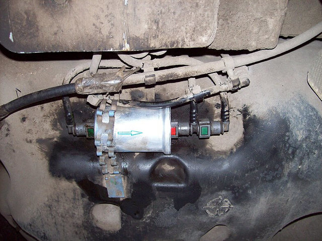 Топливный фильтр Рено Логан: где находится, замена
